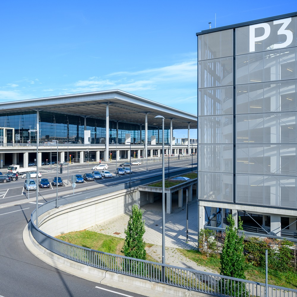 BRIDGES partners: Berlin Brandeburg Airport - main entrance overview
